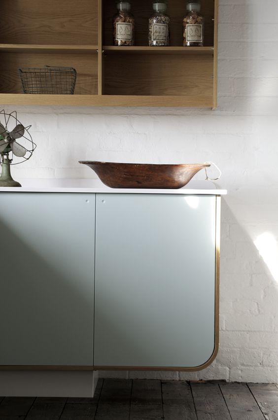 cuisine bleu ciel, mobilier courbe