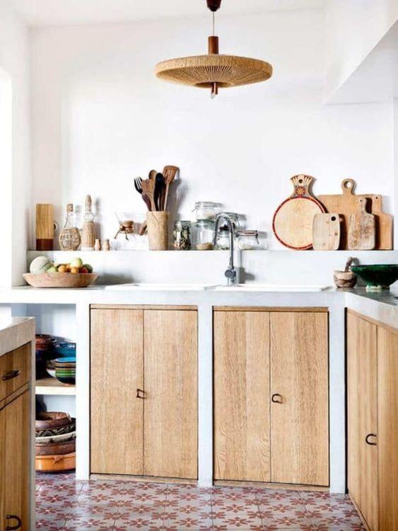 cuisine maçonnée, porte de placard en bois