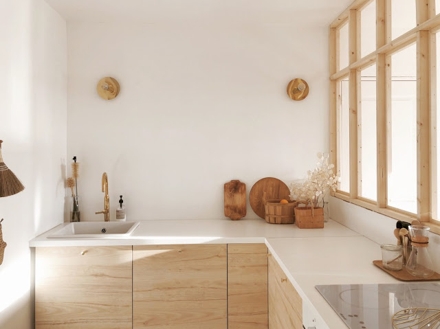cuisne blanche, porte de cuisine en bois sur mesure. Changer ses portes de meubles de cuisine. relooker portes de cuisine