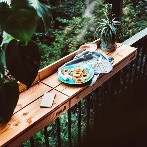 bar top balcon, table de rambarde de balcon, bar-top balcon, bar de balcon, aménagent de balcon étroit, équipement de table balcon,