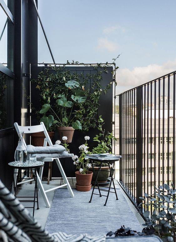 balcon noir et blanc, balcon moderne, balcon déco scandinave, balcon contemporaine, deco moderne balcon, balcon déco moderne,  balcon long et étroit, belle déco de balcon