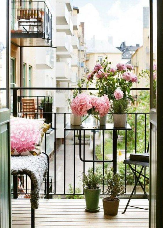 table pliante balcon, table suspendue pour balcon, tout petit balcon, mobilier balcon, mini balcon, aménager un balcon de 3m2