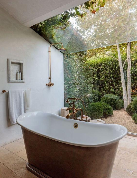 salle de bain rétro, salle de bain avec du cachet, baignoire tub, baignoire pattes de lions, baignoire cuivre
