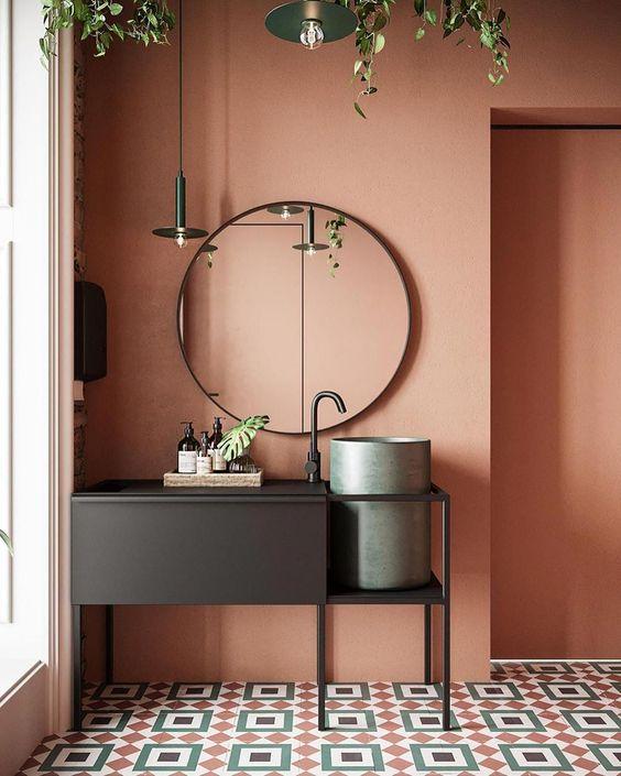 comment utiliser la couleur terracotta en décoration, peindre un mur de couleur terracotta, colur trend2020, salle de bain rose, salle de bain terracotta