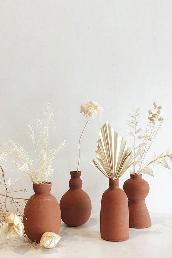 vases céramiques, decoration avec poterie, vases déco, beaux vases déco, vases terracota, vase terracota, déco vase, vase couleur terracota, vase trend 2020
