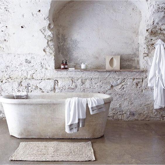 baignoire ilôt, baignoire en pierre