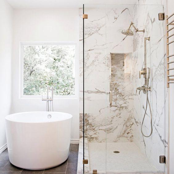 baignoire ronde, salle de bain marbre, salle de bain blanche, décoratrice lille , architecte d'intérieur Lille