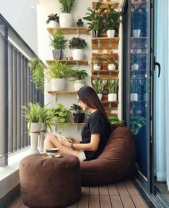 pouf de balcon, aménagement balcon filant, aménagement trés petit balcon, aménagement coin balcon confinement