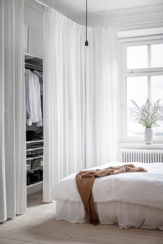 aménager un dressing séparé avec un rideau